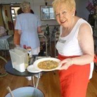 """Kochen wie """"dahemm"""": Frau Annemarie Scherhag kocht mit unseren Bewohnern"""