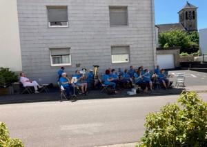 Sommerliches Konzert vor dem Seniorenhaus